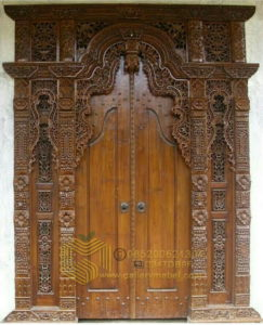 Pintu Gebyok Jawa Klasik