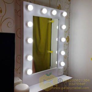 Cermin Rias Lampu Minimalis